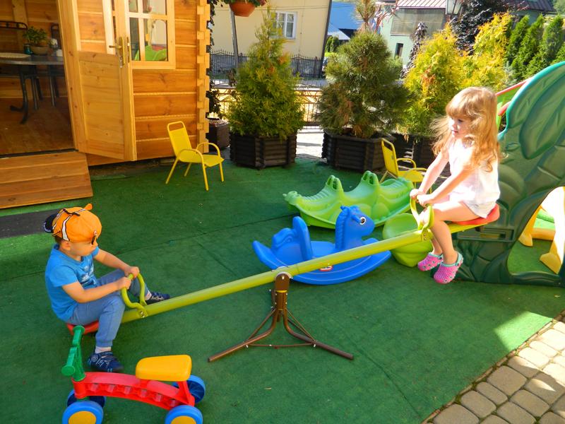 Willa u Marty w Tyliczu - wakacje z dziećmi w Beskidzie Sądeckim - plac zabaw dla dzieci