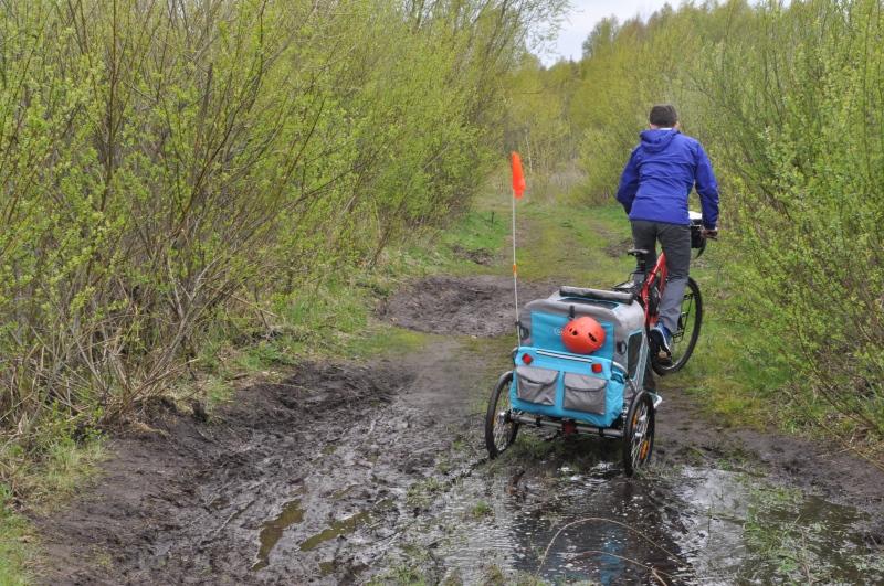 Kurtka przeciwdeszczowa z Gore Texem, buty do biegania i spodnie trekkingowe - w sam raz na niepewną pogodę :)