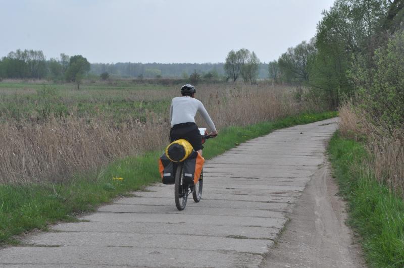 Mało komfortowy odcinek Szlaku Green Velo w Narwiańskim Parku Narodowym.