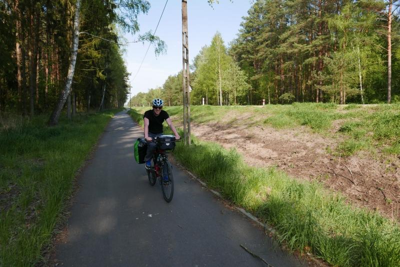 Szlak Grenn Velo na odcinku Goniądz - Osowiec. Piękna, wydzielona droga dla rowerów.