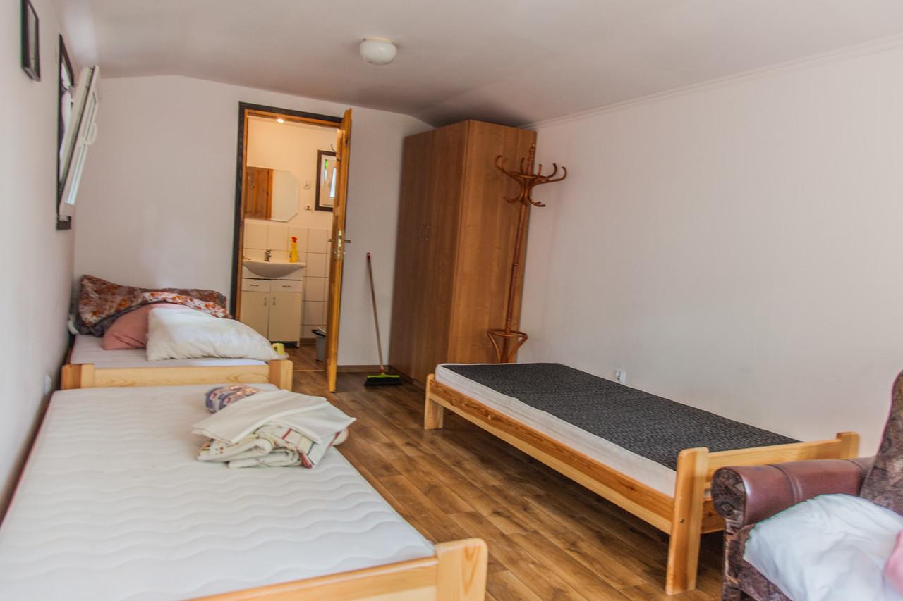 W Augustowie nocowaliśmy w takich domkach :) Fot. Kuba Ruta - www.nastopach.pl