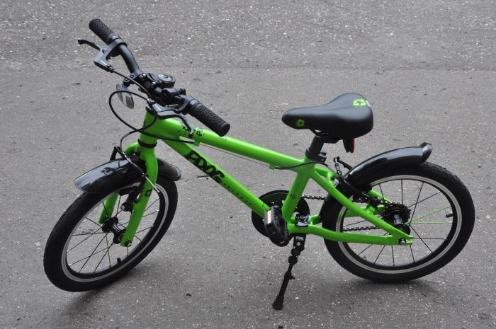 """Tak się prezentuje FROG 48 - lekki rower dla dzieci na kołach 16""""."""