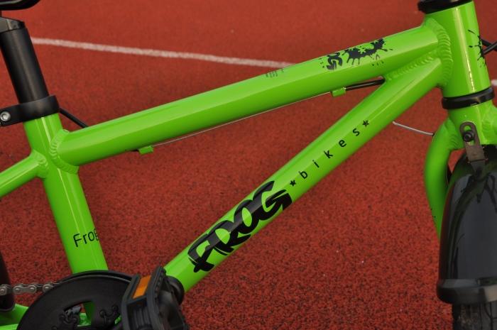 Rama w lekkim rowerze dla dzieci FROG 48.