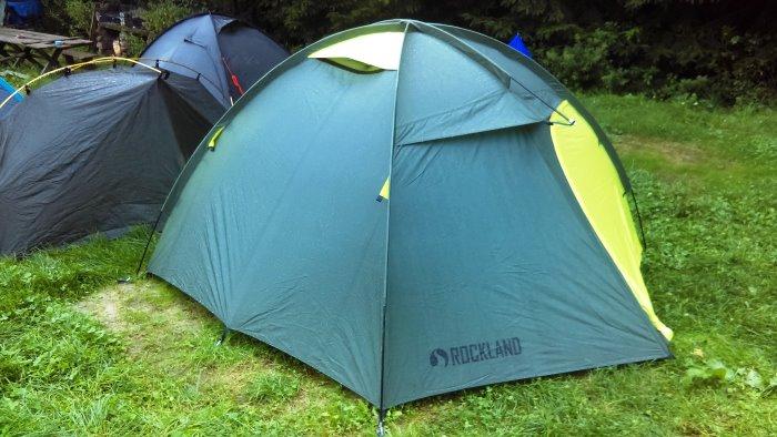 Namiot Rockland Hiker 3 podczas wyjazdu wspinaczkowego w Górach Sokolich.